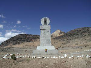 Fot. E. Dzikowska, Pomnik Ernesta Malinowskiego na przełęczy Ticlio w Peru 4818 m n.p.m.